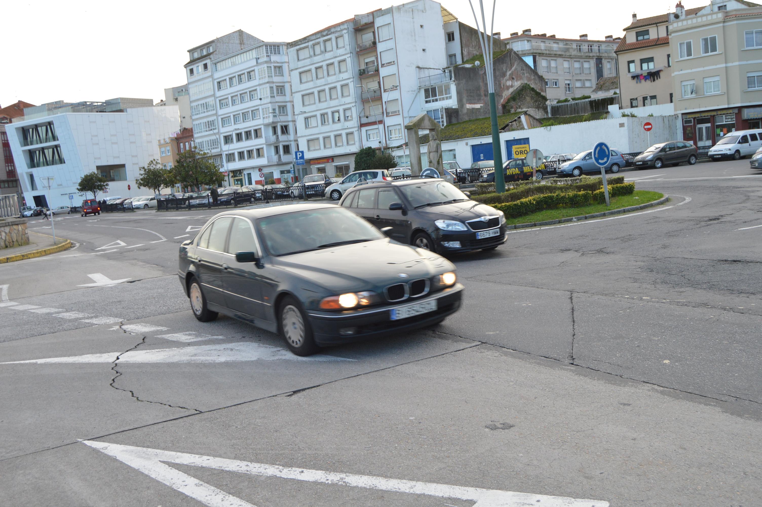 RIBEIRA – La flecha de la discordia en la rotonda de las Amas de ...